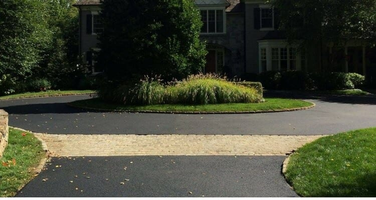 5 Reasons You Should Sealcoat Your Driveway Greenway